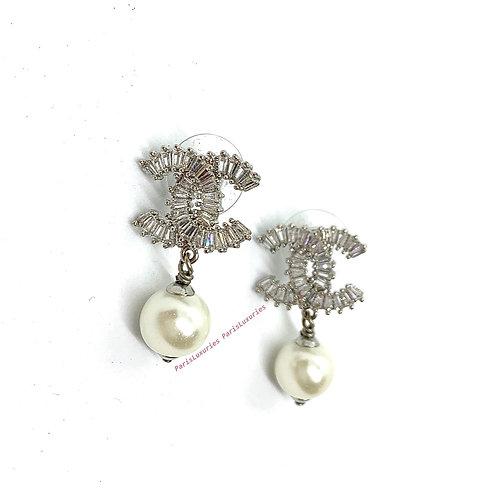 CHANEL White Pearl Baguette Rhinestone CC Silver Earrings