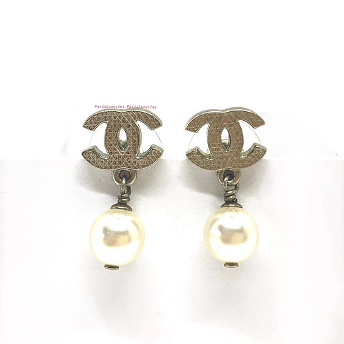 CHANEL Silver CC Hatched Marks Pearl Swing Dangle Earrings