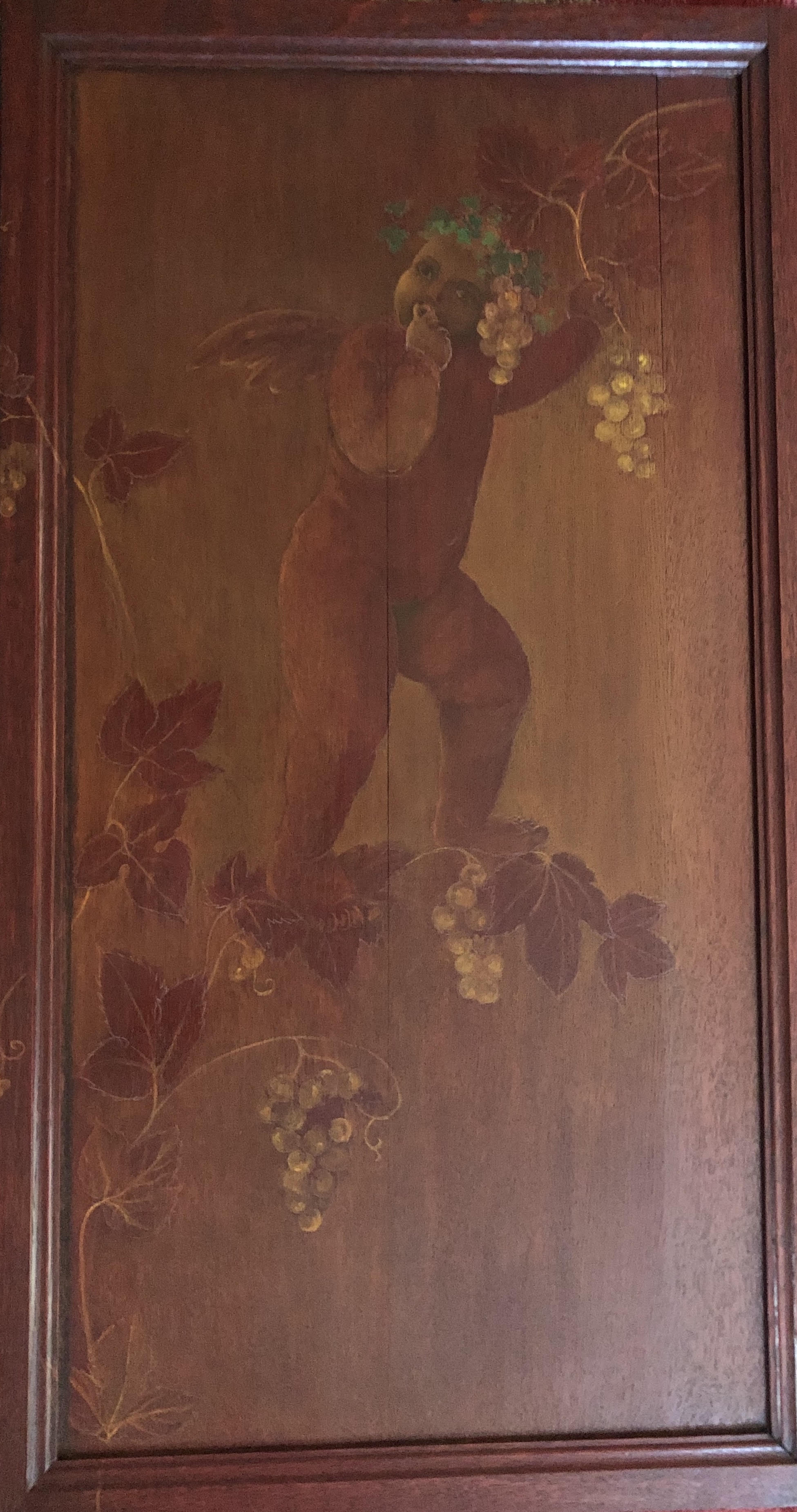 Angelot mangeant du raisin, panneau de bois d'armoire