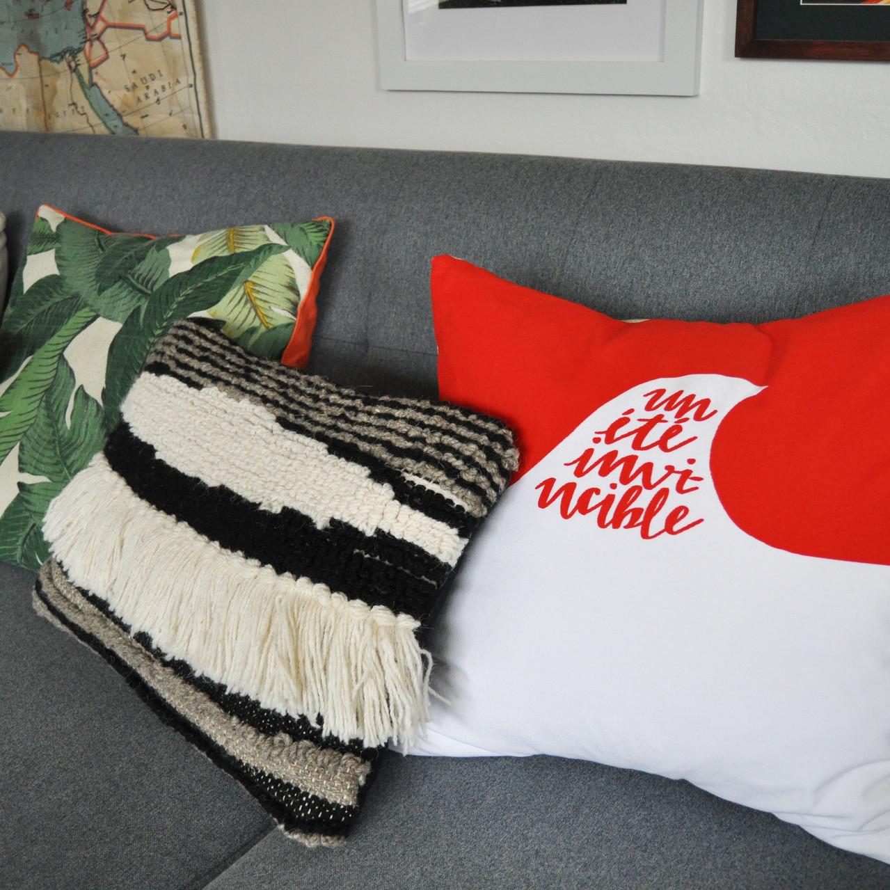 pillow-ete-bloodred-7
