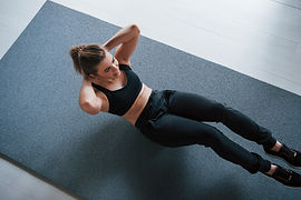 photo-motion-doing-abs-floor-gym-beautif