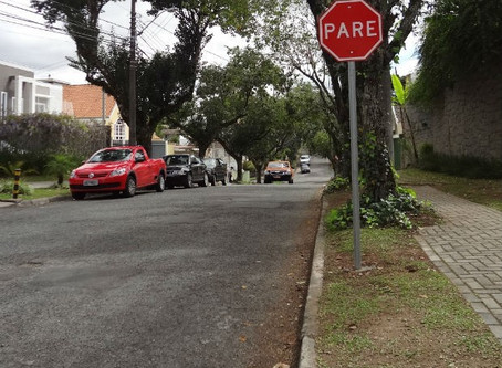 Mandato da vereadora Noemia Rocha solicita sinalização de placa de PARE em rua do bairro Xaxim