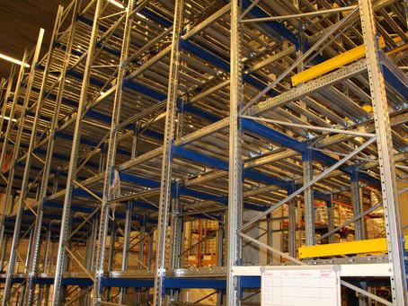 Гравитационные стеллажи для склада