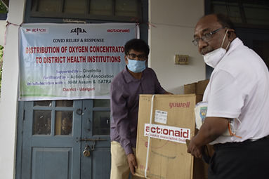 Suptd.of Udalguri Civil Hospital reeivinthe the Oxygen Concentrator .JPG