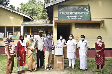 Staff & Community people of Bhakatpara receiving the oxygen concentrator.JPG