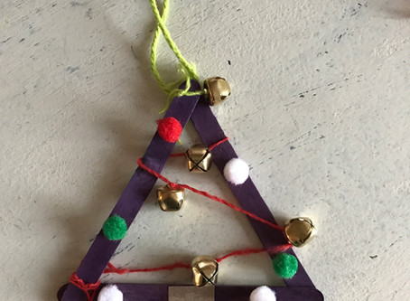 DIY Holiday Gift: Christmas Ornament with Popsicle Sticks
