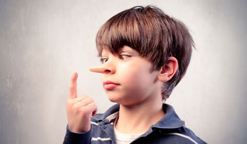 De inofensivas para uma patologia: as características de um mentiroso compulsivo