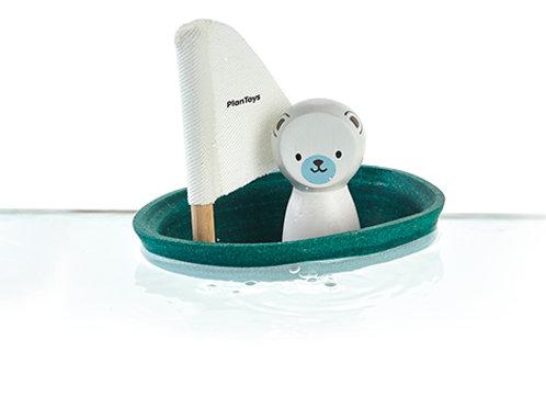 Jadralni čoln s polarnim medvedom