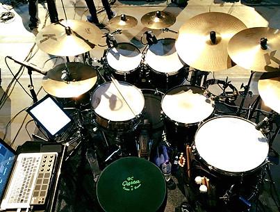 Alter Eagles drum set up