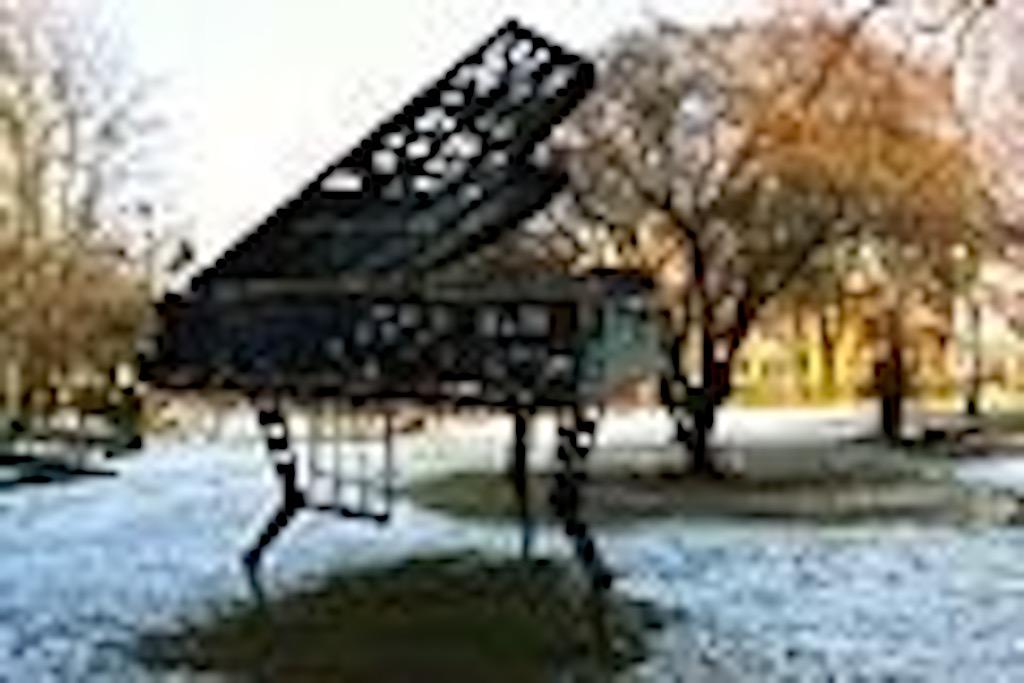 120px-Piano_Poznan