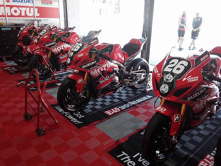 長野でバイクのレーサー製作、カスタムはお任せ。オーリンズ、ブレンボ、サンスター、ダートフリーク、ヨシムラ製品取り扱い中。