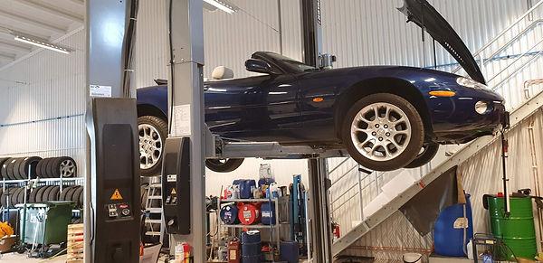 Jaguar XKR.jpeg