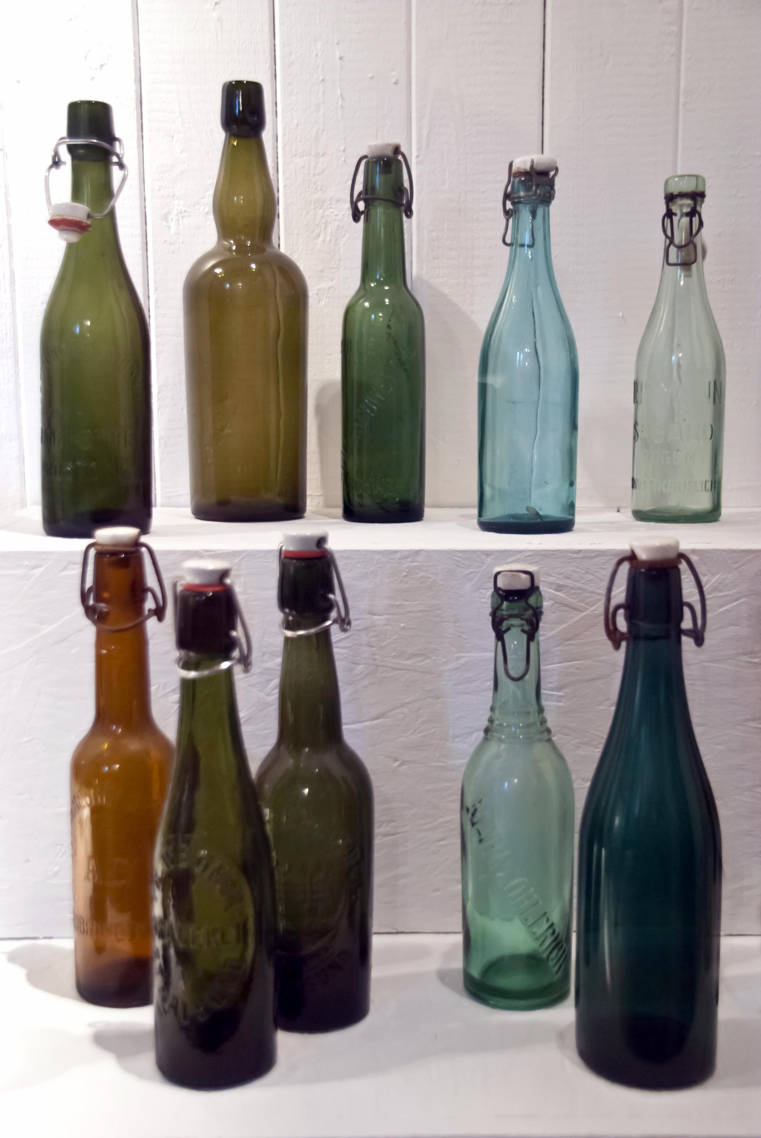 old-bottles_M1RFuB9_
