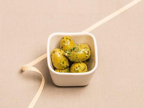 Eingelegte Mandeloliven mit Pesto