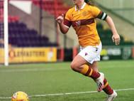 Young midfielder joins Hibs ...