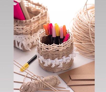 Créer un pot à crayons en vannerie