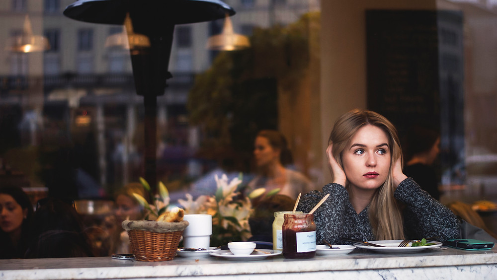 E-Therapy Cafe: Girl Not Listening