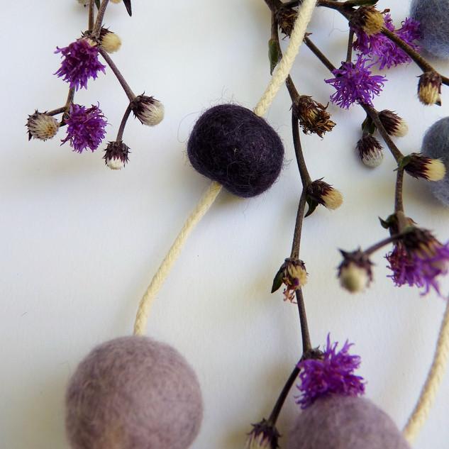 Detalhe Colar Órbita Roxo e lilás