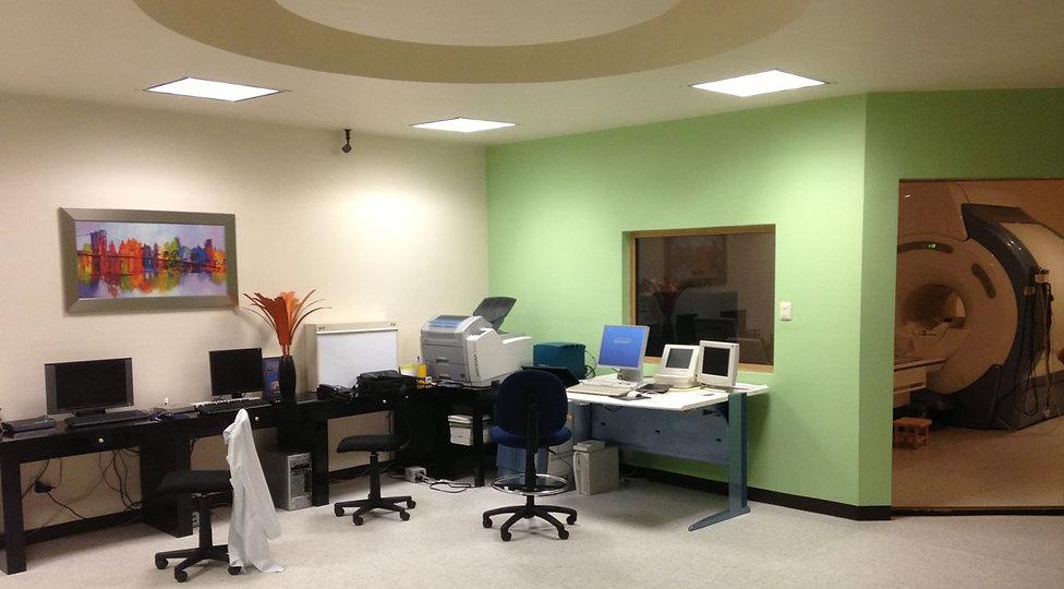 Sala de control de Resonancia Magnética