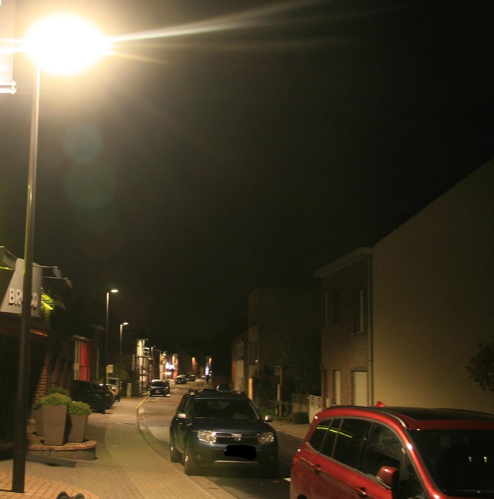 In de Kruisstraat (Everbergà hangt reeds energiezuinige ledverlichting.