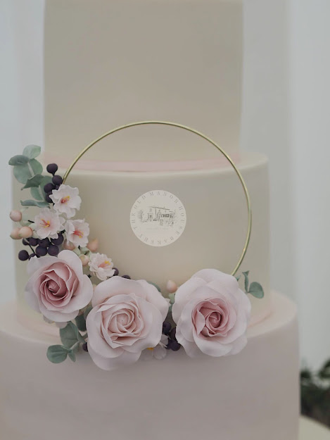 Rose Hoop wedding Cake
