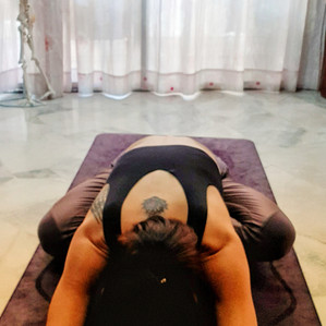 A simple neck and shoulder stretching
