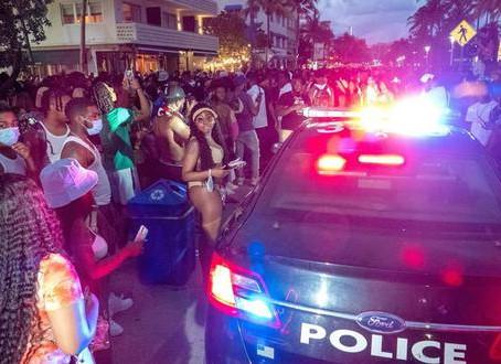 Extienden toque de queda hasta abril en Miami Beach para controlar a turistas violentos