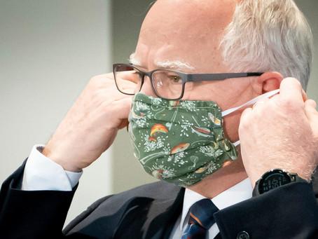 """Walz: """"Si mucha gente elige usar máscaras, que usen máscaras, ahí debemos demostrar comprensión"""""""