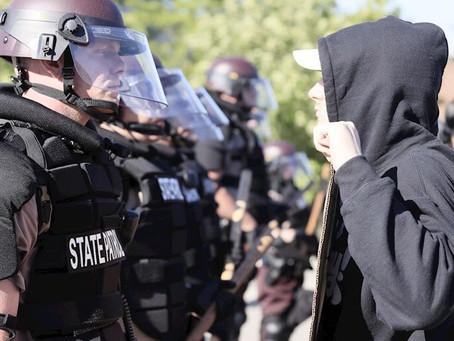 TERCER DÍA DE ENFRENTAMIENTOS ENTRE MANIFESTANTES Y POLICÍAS