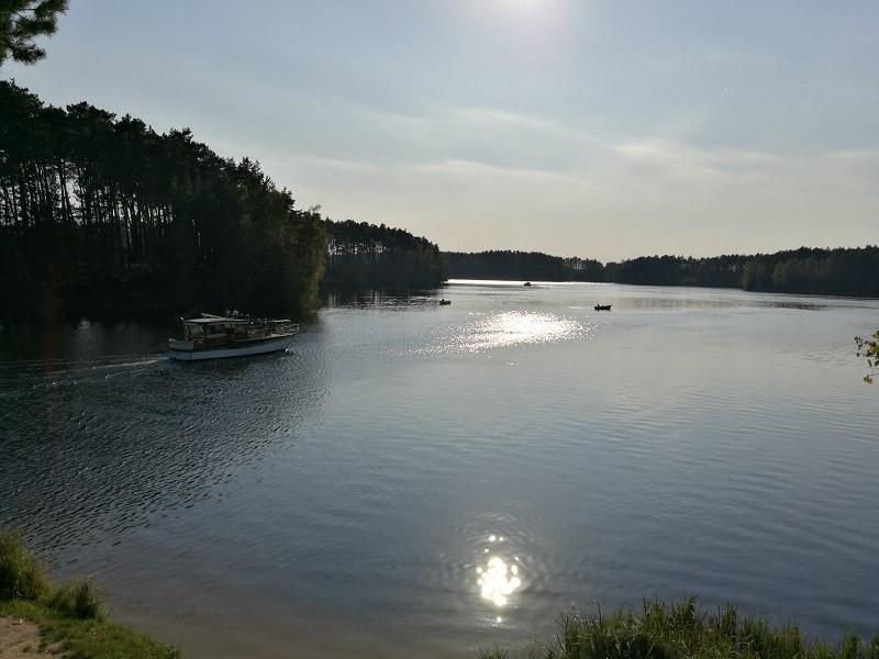 Jezioro i statek