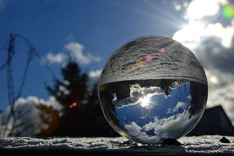 glass-ball-3939776_1280.jpg