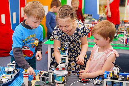 Собирай фишки и получай набор Лего в подарок!