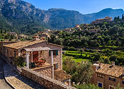 Traditional-houses-in-Deia-village-Mallo