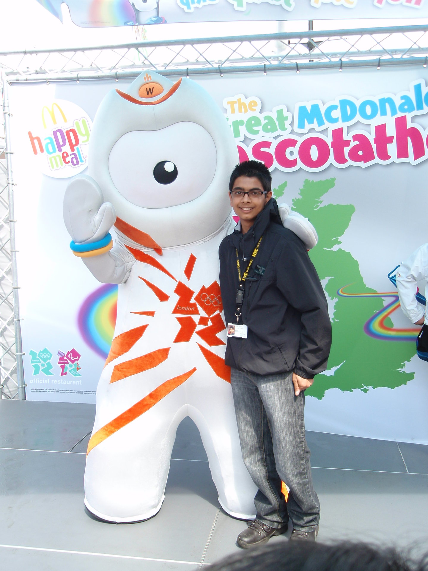 Nishall+Meets+Wenlock+Olympic+Mascot+at+Broad+Walk+on+7.7.12.JPG