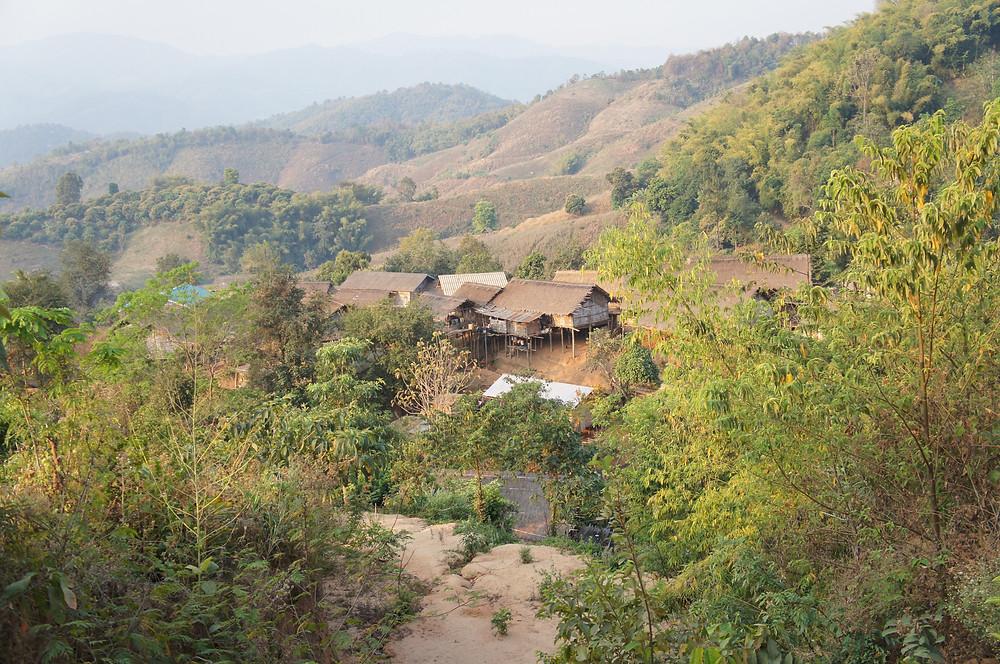 山岳民族の村