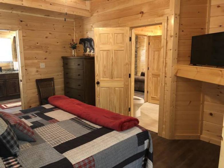 bedroom tb.jpg