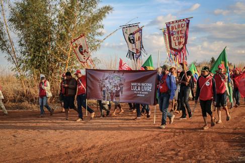 Coluna Ligas Camponesas, formada por militantes nordestinos, inicia a Marcha Lula Livre na zona rural da cidade de Formosa (DF) - 11-08-18