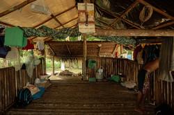 """A comunidade quilombola escolhe jovens que vão viver """"para as barracas"""", catando açaí pelo rio"""
