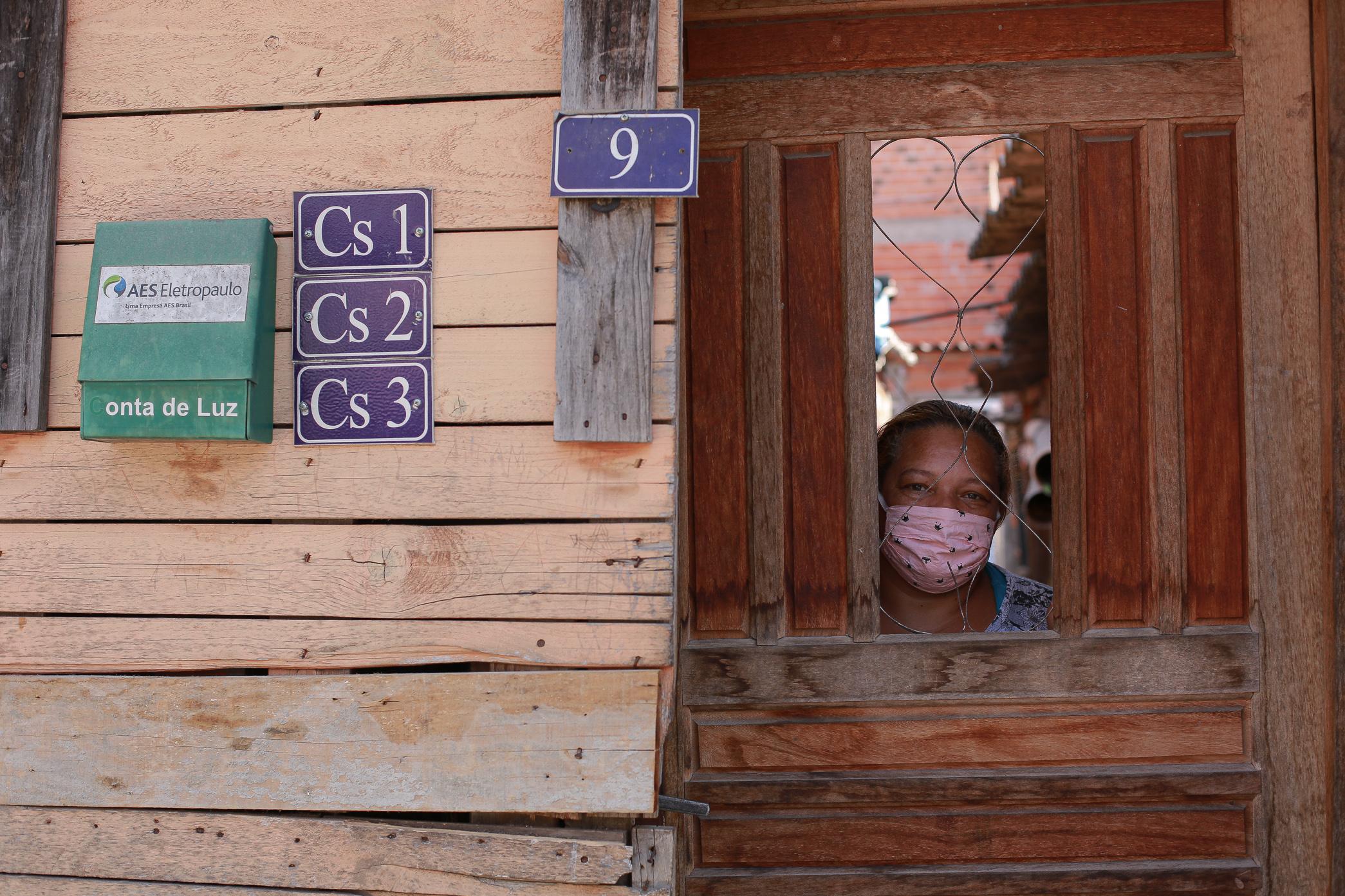 """Sandra Regina da Silva, 48: """"Nós lutamos quando ocupamos aqui, lutamos para ter água, esgoto, energi"""