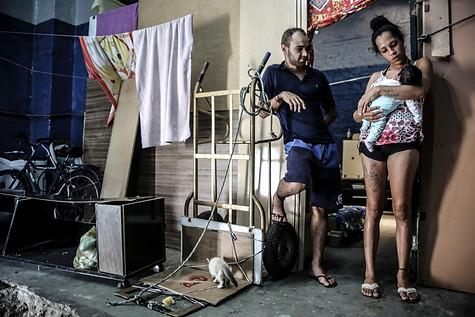 Jéssica Monteiro, presa provisóriamente por suposta porte de maconha, pariu na cela imunda da cadeia e por lá permaneceu com o bebê por três dias. Motivou a aprovação do HC que permite a pena domiciliar para grávidas e mães de crianças de até 12 anos - São Paulo - Fevereiro de 2018