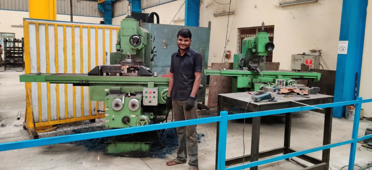 HMT MANUAL MILLING MACHINE
