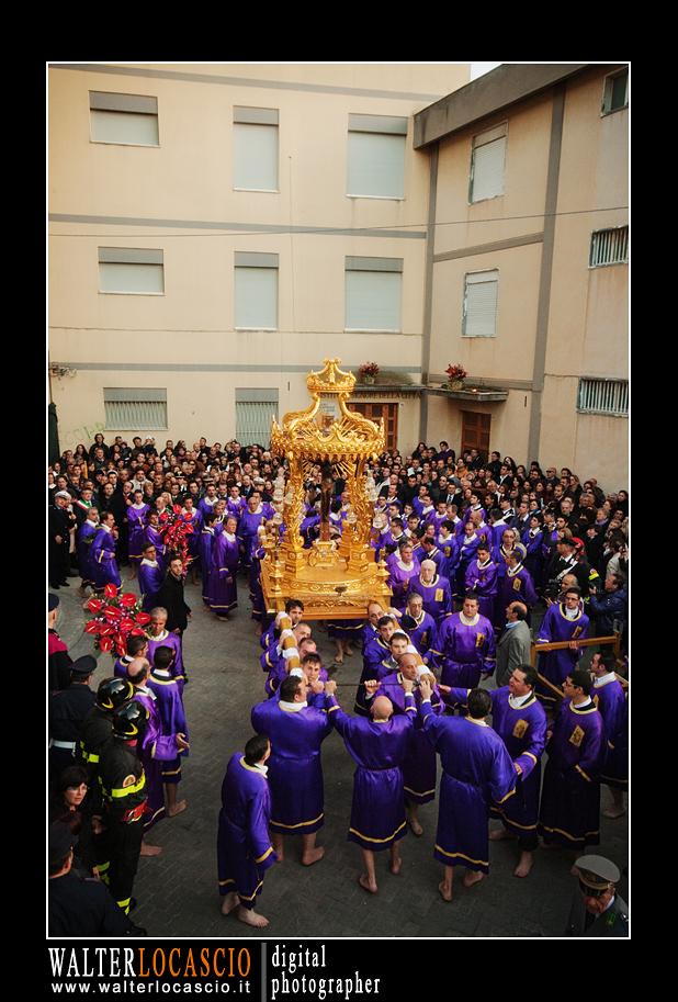 venerd-santo-a-caltanissetta-il-cristo-nero-2010_4514350062_o.jpg