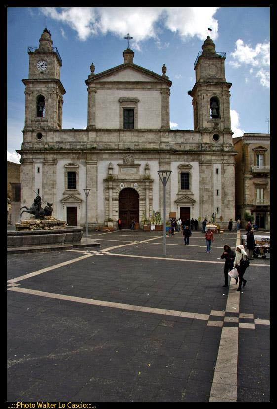 piazza-garibaldi-a-caltanissetta_3424174464_o.jpg