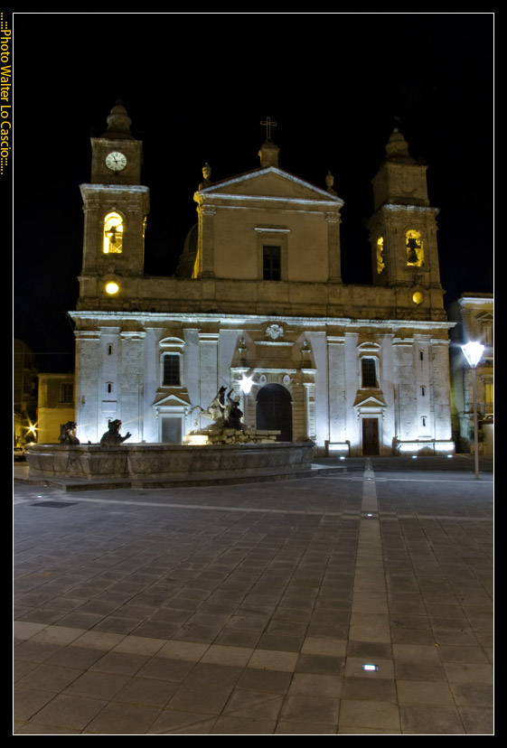 piazza-garibaldi-a-caltanissetta_3422071165_o.jpg