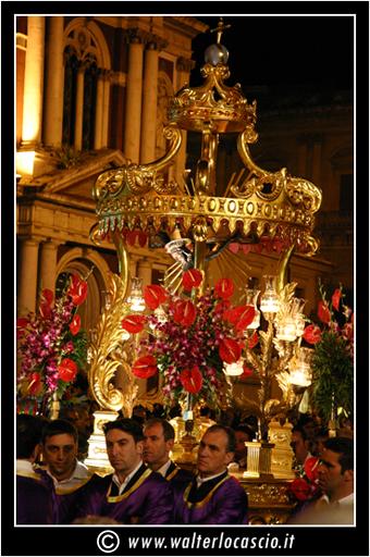 il-venerd-santo-a-caltanissetta-il-cristo-nero_3403323449_o.jpg