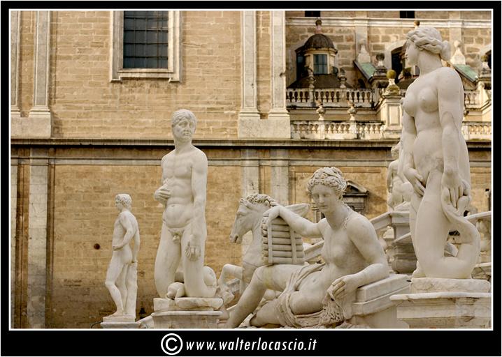 palermo-piazza-pretoria-piazza-della-vergogna_3554716860_o.jpg