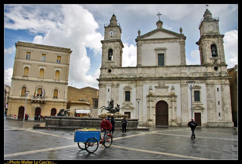 piazza-garibaldi-a-caltanissetta_3423367091_o.jpg
