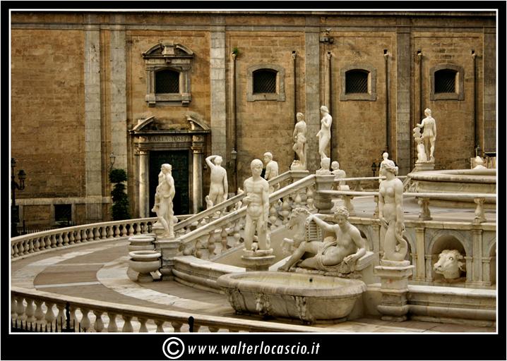 palermo-piazza-pretoria-piazza-della-vergogna_3553907887_o.jpg