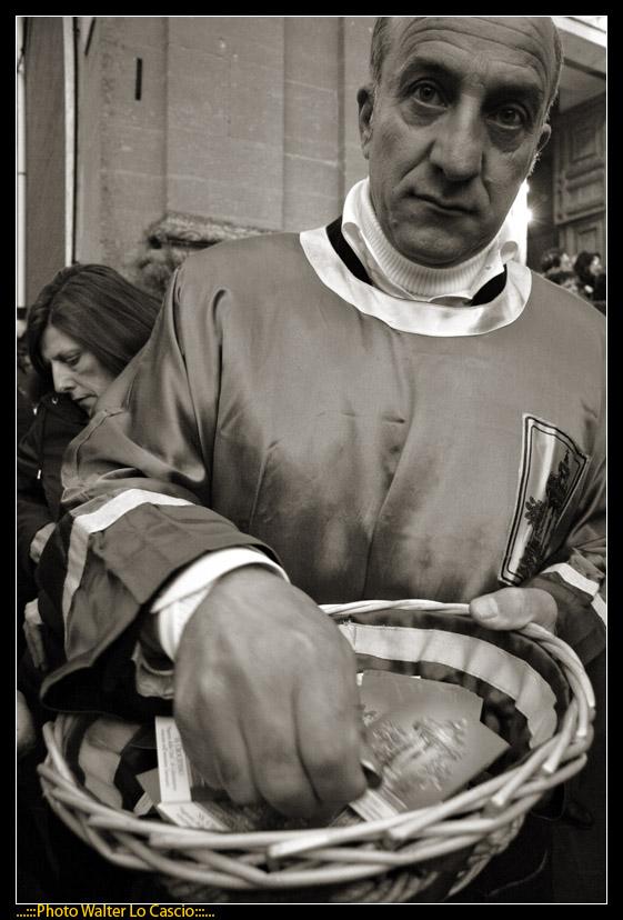 venerd-santo-a-caltanissetta-il-cristo-nero-ed-2009_3446388362_o.jpg