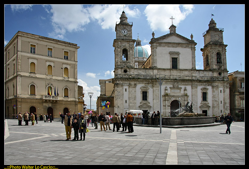 piazza-garibaldi-a-caltanissetta_3424173408_o.jpg